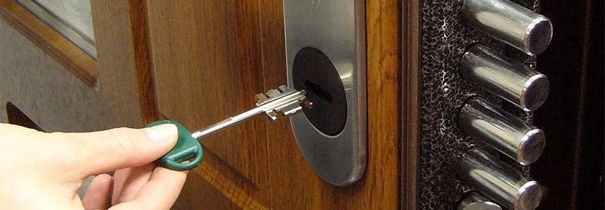 Врезные дверные замки для входных дверей